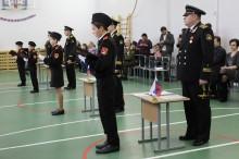 пятиклассники перед офицерами военно-морского флота произносят первую в своей жизни клятву (Копировать)